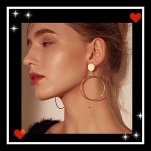 Jewelry - Beautiful gold tone circle earrings